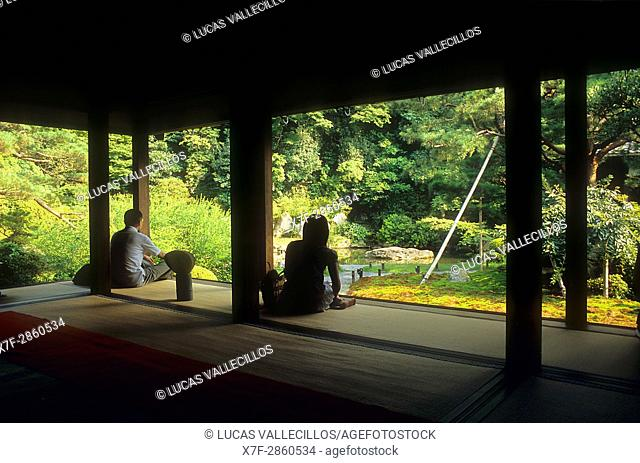 Tourists at the Shoren-in temple,Kyoto, Japan