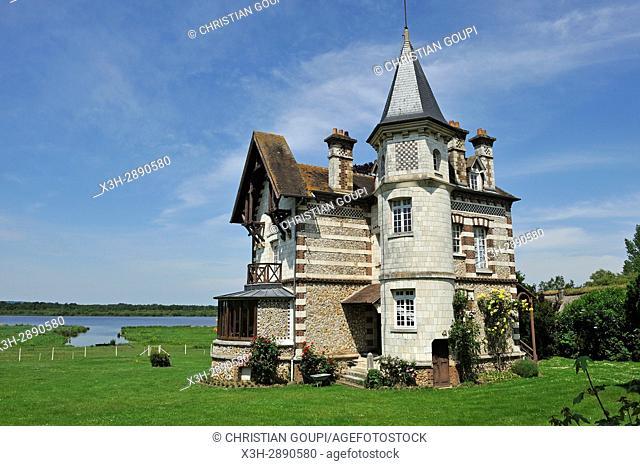 mansion by the ''La Grand-Mare'' pond, Marais Vernier, Boucles de la Seine normande Regional Nature Park, Eure department, Normandy region, France, Europe