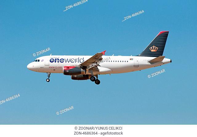 20.08.2010, Ein Airbus A319-132 der Royal Jordanian mit der Registrierung JY-AYP landet auf dem Flughafen Frankfurt am Main (FRA). Foto: Celikci
