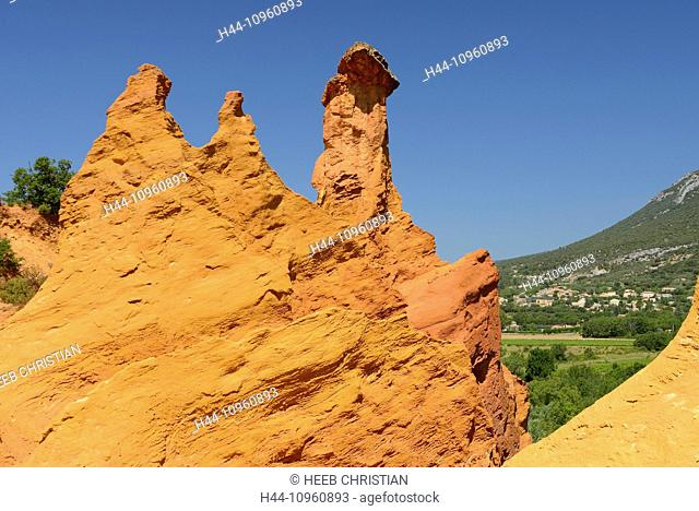 Europe, Roussillon, Vaucluse, Provence, France, ochre, rock, red, village, nature