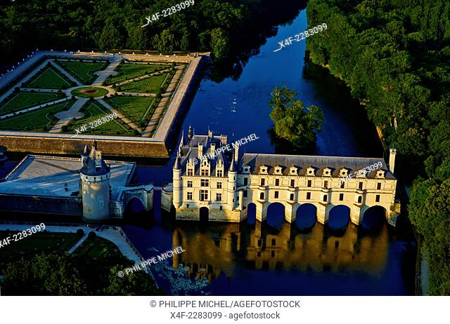 France, Indre-et-Loire, Chenonceau Castle and the Cher river