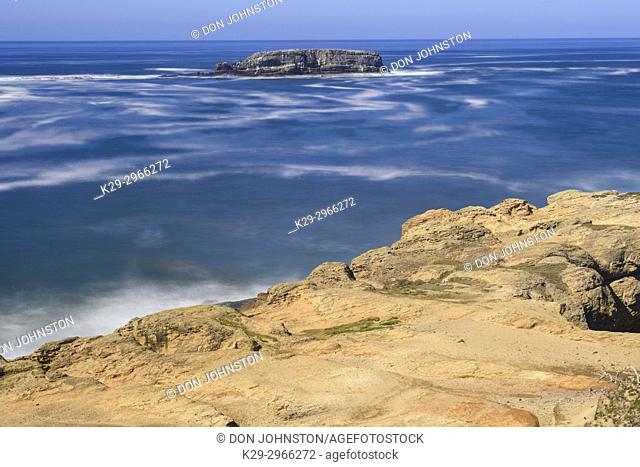 Rugged coastline with pounding surf, Devil's Punchpbowl Viewpoint, Oregon, USA