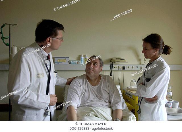 clinic fŸr internal medicin - ward round by chief physician in the internal medicin unit