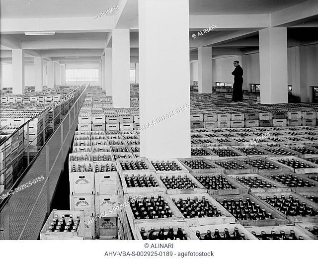 Products ready to be shipped, Peroni factory in Naples, formerly called Birrerie Meridionali di Napoli, shot 1950 ca. by Villani, Studio