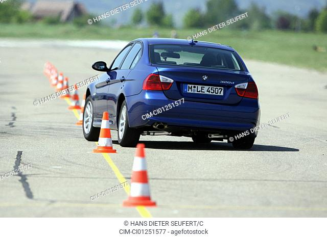 BMW 320d, model year 2006-, blue moving, diagonal from the back, rear view, Pilonen, test track