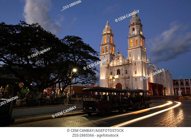 Catedral de Nuestra Senora de la Purisima Concepcion, Cathedral of Campeche at Zocalo by night, Campeche City, Campeche State, Mexico, Central America