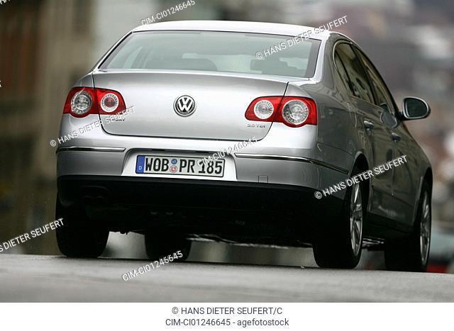 Car, VW Volkswagen Passat 2.0 TDI DSG, model year 2004-, silver, medium class, Limousine, driving, diagonal from the back, rear view, City