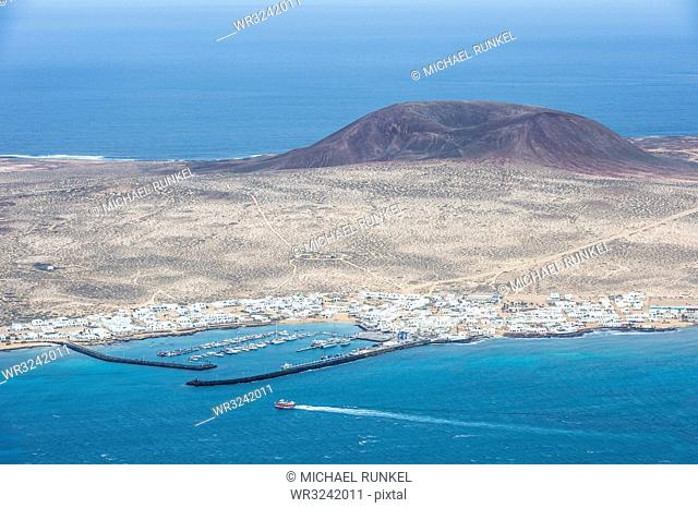 View over La Graciosa from Mirador del Rio observation point created by Cesar Manrique, Lanzarote, Canary Islands, Spain, Atlantic, Europe