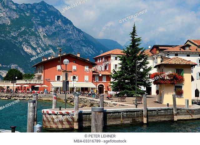 Italy, Trentino, Gardasee, Nago-Torbole, sea promenade, mole