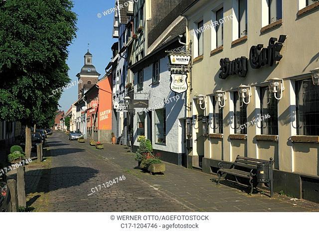 Germany, Krefeld, Rhine, Lower Rhine, North Rhine-Westphalia, Krefeld-Linn, Rheinbaben Street, Saint Margareta church and residential buildings, catholic church
