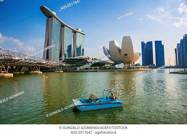 On the left Marina Bay Sands Hotel. On the right ArtScience Museum . Marina Bay. Singapore. Asia