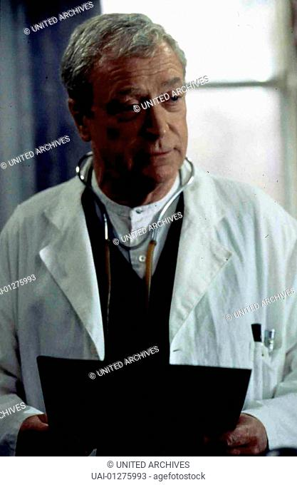 Michael Caine Dr. Larch (Michael Caine) leitet ein Waisenhaus. *** Local Caption *** 1999, Cider House Rules, The, Gottes Werk Und Teufels Beitrag