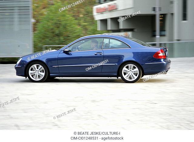 Mercedes CLK ISG Integrierter Starter-Generator, blue, model year 2005-, Miko hybrid approx., driving, side view, City