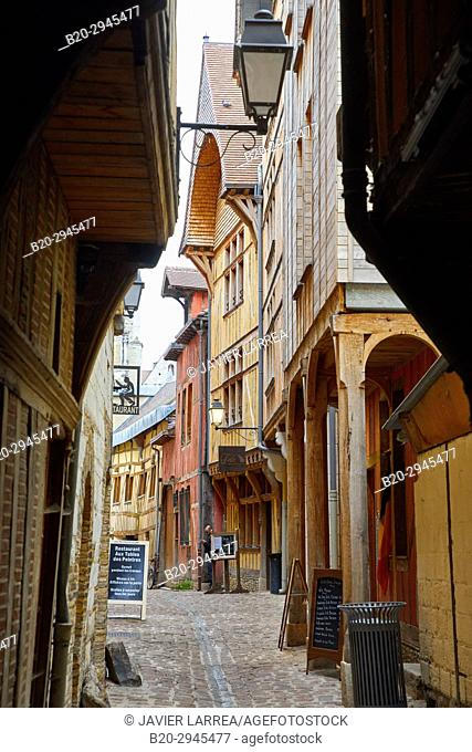 Rue des Chats, Troyes, Champagne-Ardenne Region, Aube Department, France, Europe