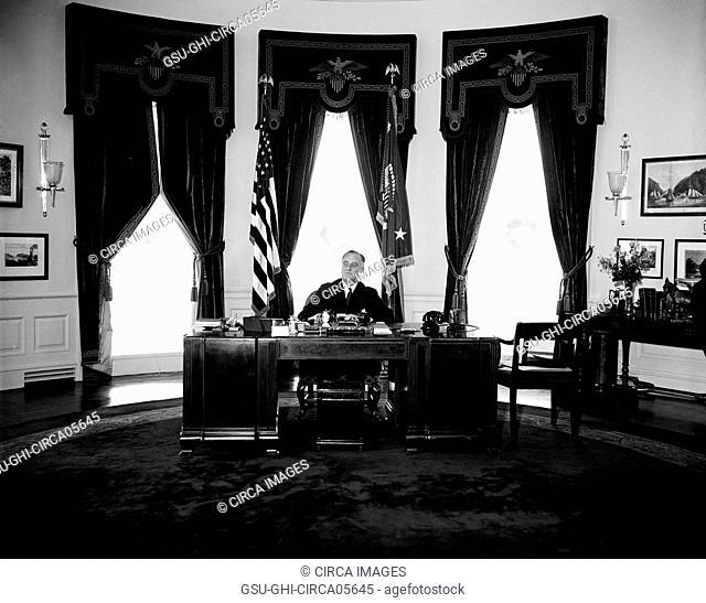 U.S. President Franklin Roosevelt at his Desk, Oval Office, White House, Washington DC, USA, Harris & Ewing, December 31, 1934