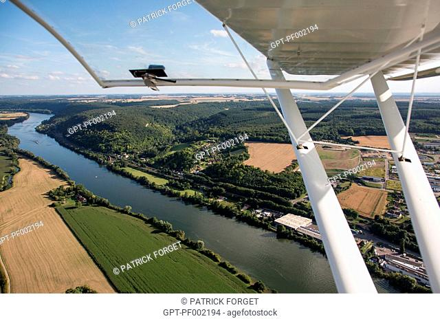 MICROLIGHTING OVER THE SEINE ABOVE THE TOWN OF VERNoN, EURE 27, NoRMANDY FRANCE