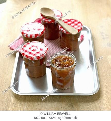 Apple, sultana and date chutney
