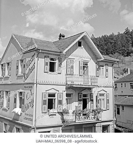 Kloster Kaufhaus in einem Kurort im Schwarzwald, Deutschland 1930er Jahre. Little department store at a spa resort in the Black Forest area, Germany 1930s