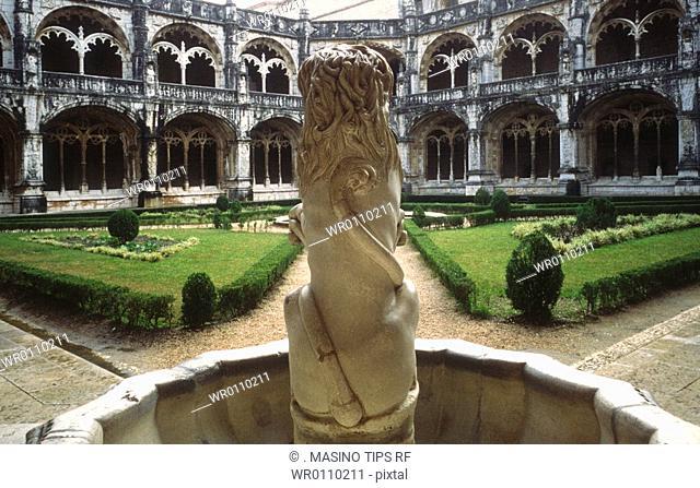 Portugal, Lisbon, fountain in Jeronimos monastery cloister