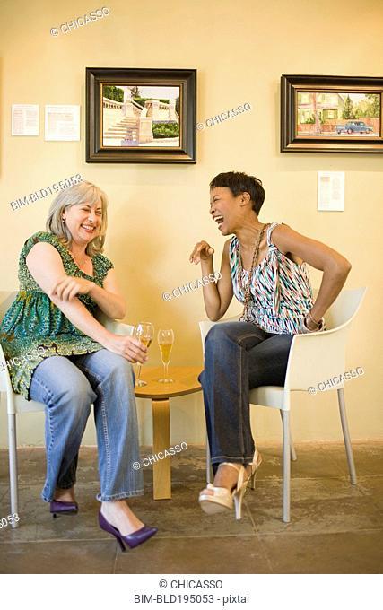 Women in gallery drinking champagne