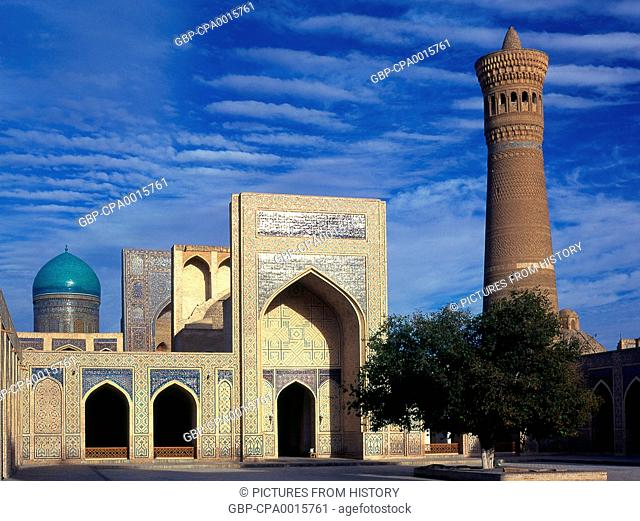 Uzbekistan: The inner courtyard of the Kalyan or Kalon mosque and minaret, part of the Po-i-Kalyan complex, Bukhara