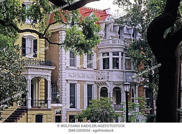 USA, GEORGIA, SAVANNAH, MONTEREY SQUARE, LOCAL HOUSES