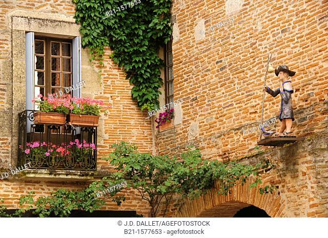 Pilgrimage way to Santiago de Compostela: small statue of Saint James, at Auvillar, Tarn-et-Garonne, Midi-Pyrenees, France
