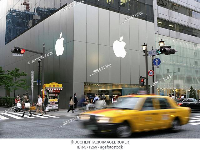 Apple Computers store on Chuo Dori Street, luxury shopping and entertainment district, Ginza, Tokyo, Japan, Asia