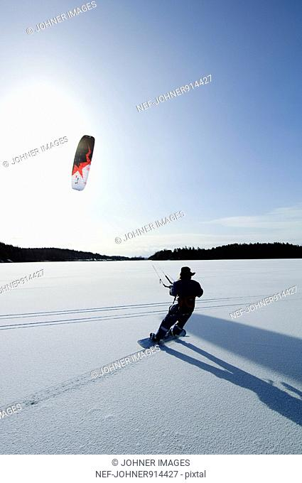 Scandinavia, Sweden, Malaren, Man snowboarding