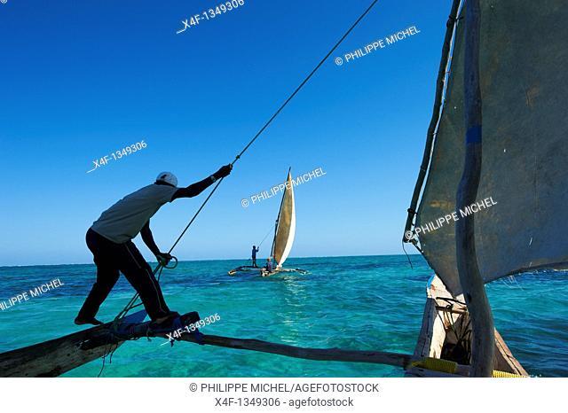 Tanzania, Zanzibar island, Unguja, fisher Hassan Pita and Heri Buesso at Jambiani