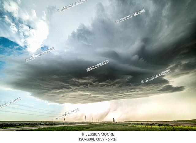 High-based, low precipitation supercell spins across the plains of Wyoming, dropping large hail that damaged property, USA