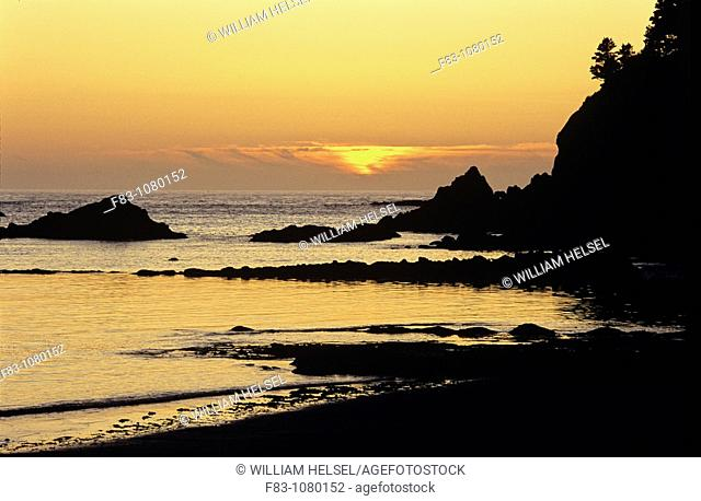 USA, Oregon, Sunset Bay State Park, beach, cliff, rocks and Pacific Ocean at sunset