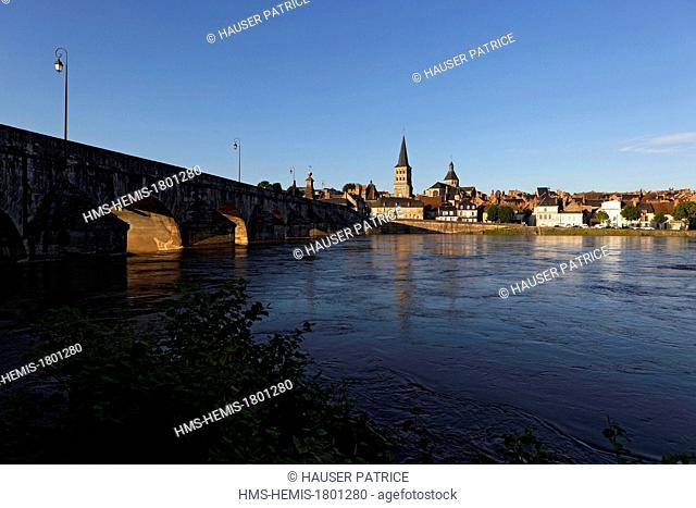 France, Nievre, La Charite sur Loire, the city and its old stone bridge over the Loire