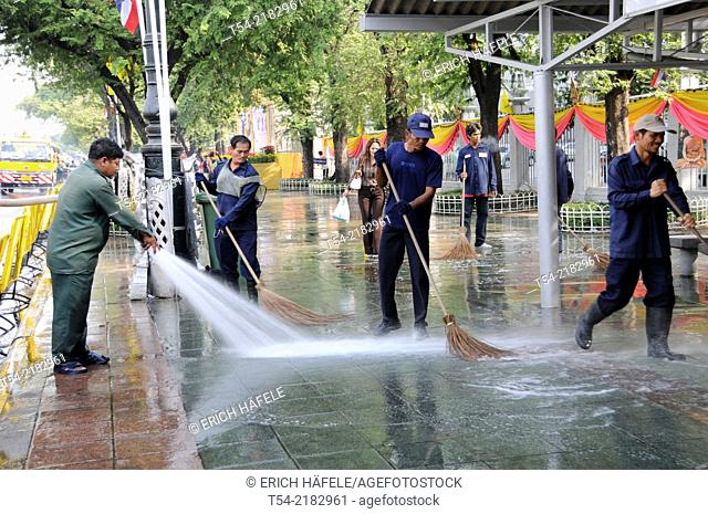 Cleaning the streets in Bangkok