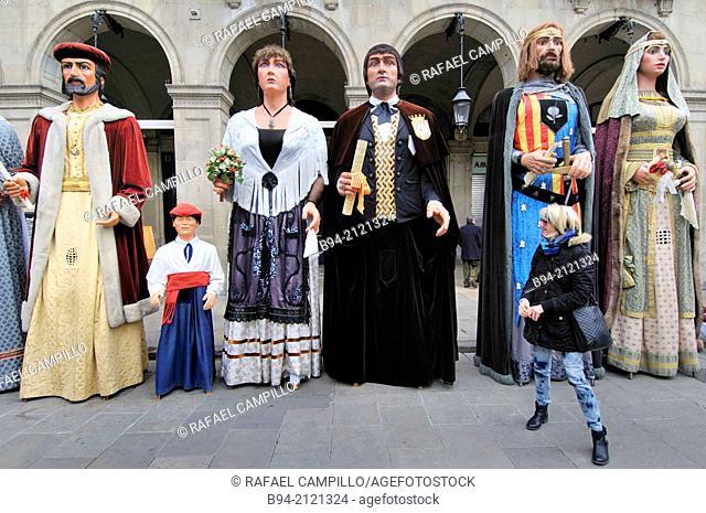 Giants. Celebration of saint Eulalia martyr, February 12. 290-303 AD. Canonized 633 AD. Copatron of Barcelona. Plaça Reial. Gothic area