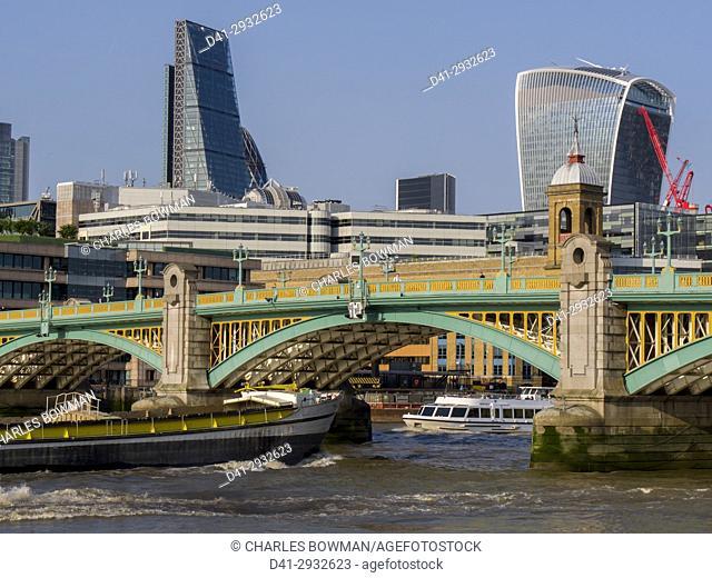 europe, UK, England, London, City skyline Southwark Bridge