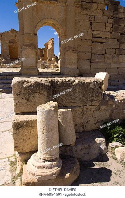 Antonine Gate, Roman ruins of Sbeitla, Tunisia, North Africa, Africa