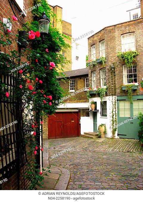 Quiet courtyard in Belgravia, London, England, UK