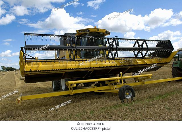 Combine harvester unloading header