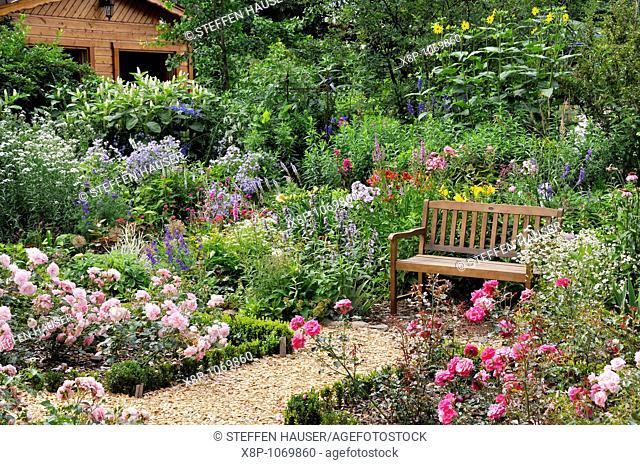 Rose garden with bench  Design: Marianne and Detlef Lüdke