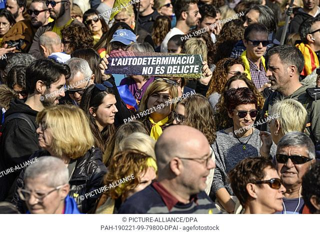 21 February 2019, Spain, Barcelona: Under the leadership of the largest organisations and trade unions, hundreds of thousands marched in the Passeig de Gracia...