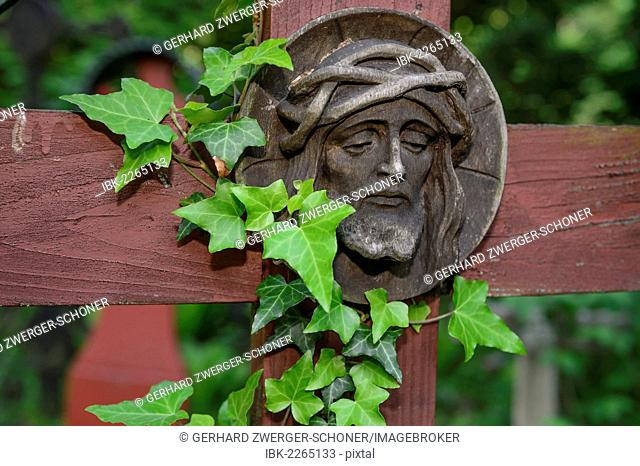 Christian carvings, Jesus with a crown of thorns, historic woodland cemetery stomping ground, military cemetery, Innsbruck, Tyrol, Austria, Europe