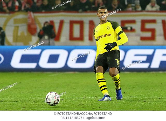 Mainz, Germany November 24, 2018: 1. BL - 18/19 - FSV FSV FSV Mainz 05 vs. Bor. Dortmund Manuel Akanji (Dortmund), action. Single image