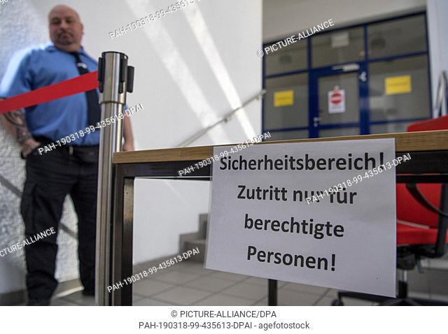 18 March 2019, Rhineland-Palatinate, Mainz: A security guard is standing in front of an already closed-off building section of the Federal Network Agency
