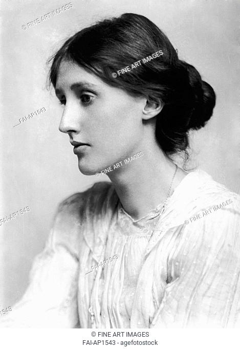 Virginia Woolf (1882-1941). Beresford, George Charles (1864-1938). Photograph. 1902. Private Collection. Portrait