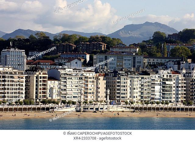La Concha Beach and La Perla, Donostia (San Sebastian), Gipuzkoa, Basque Country, Spain