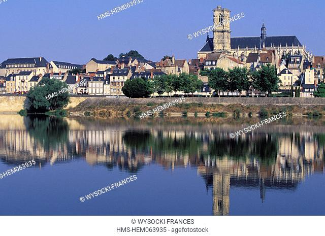 France, Nièvre (58), Nevers, view of river Loirer and Saint Cyr and Saint Juliette cathedral