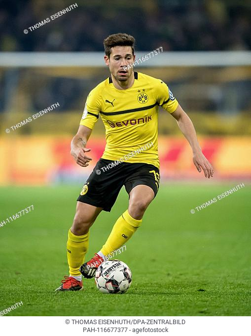5. February 2019: Dortmund, Signal Iduna Park: Football DFB Pokal, Round of 16: Borussia Dortmund - SV Werder Bremen: Dortmund's Raphael Guerreiro on the ball
