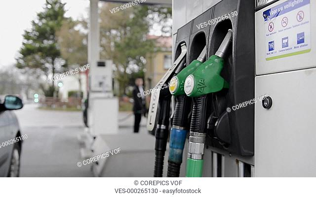 Man ring the nozzle from a gaspump