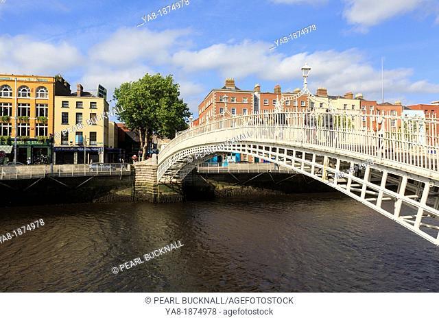 Temple Bar, Dublin, Republic of Ireland, Eire, Europe  The cast iron Ha'penny Halfpenny Bridge pedestrian footbridge crossing the River Liffey to Batchelor's...